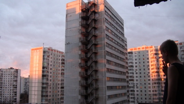 Kotiplaneetta. Eli näkymä asuntolan parvekkeelta.